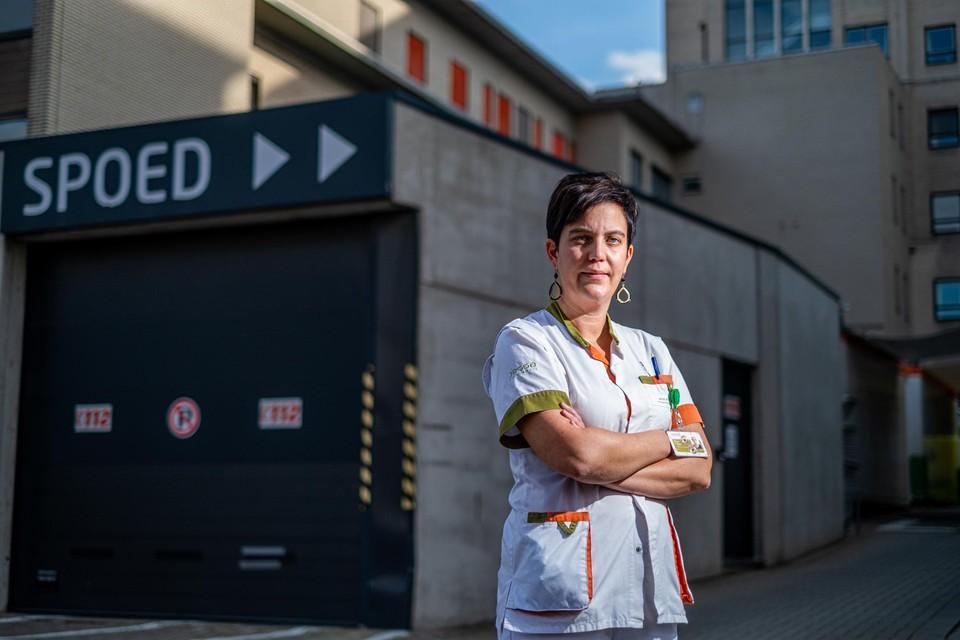 """""""Er staat altijd een psychologisch team klaar om onze zorgverleners bij te staan"""", zegt Natalie Coenen, hoofdverpleegkundige op de longafdeling van het Jessa."""