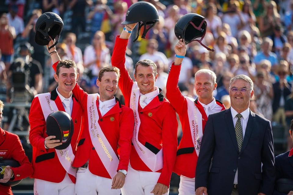Bondscoach Peter Weinberg met het kwartet dat ons land via de Europese titel plaatste voor de Spelen: (v.l.n.r.) Jos Verlooy, Pieter Devos, Gregory Wathelet en Jerome Guery.
