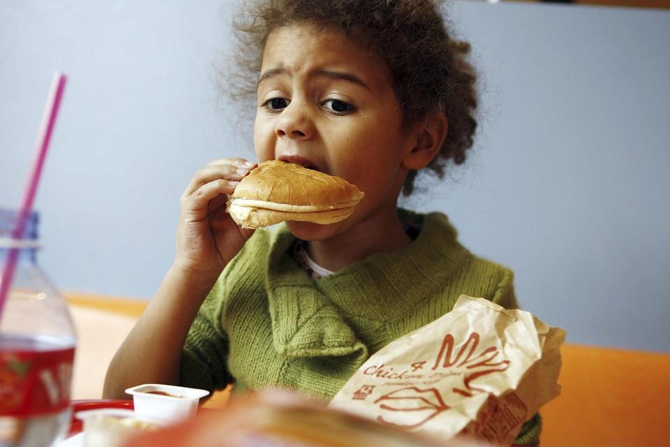 De Belgische voedingsindustrie doet volgens de onderzoekers van Sciensano te weinig voor een gezonde voedingsomgeving.