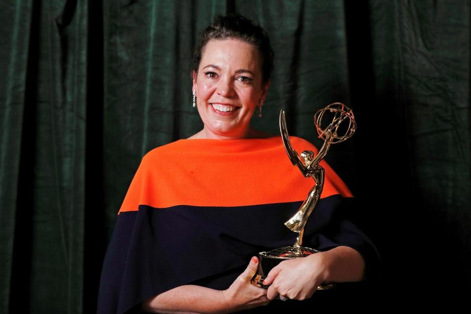 Olivia Colman, die de Queen speelt in 'The Crown', kreeg een Emmy Award voor beste vrouwelijke hoofdrol in een dramareeks.