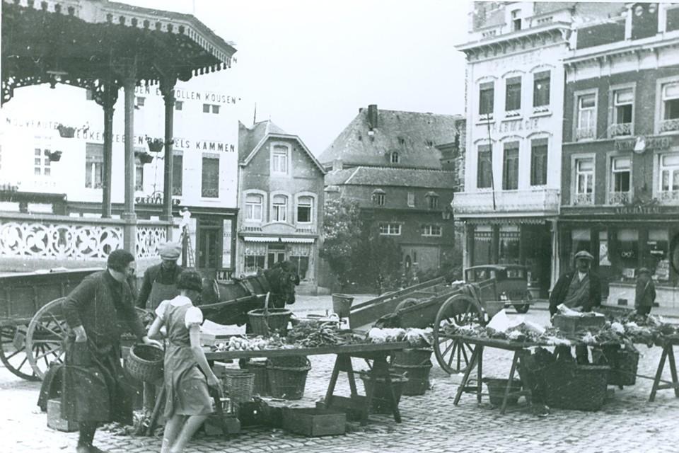 De Truiense Groenmarkt in 1934. De kiosk was destijds dé verzamelplaats voor Truienaren.