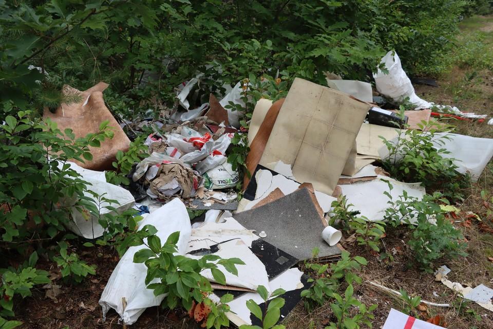 Vrijdag werd een zesde stortplaats gevonden in de Dokter Lenstralaan.