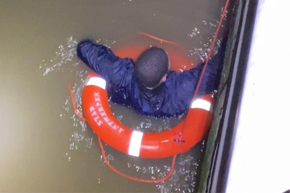 De twee sprongen in de Schelde om aan de politie te ontkomen, maar het water bleek toch kouder dan ze dachten.