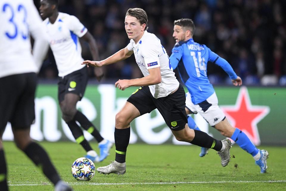 Sander Berge versus Dries Mertens: KRC Genk speelde zijn laatste Europese wedstrijd op10 december 2019 in Napels.
