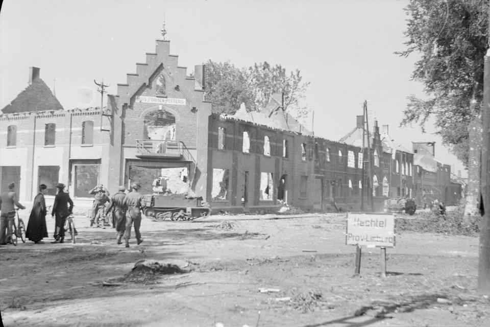 De bevrijding sloeg grote wonden in Limburg, zoals hier in het centrum van Hechtel.