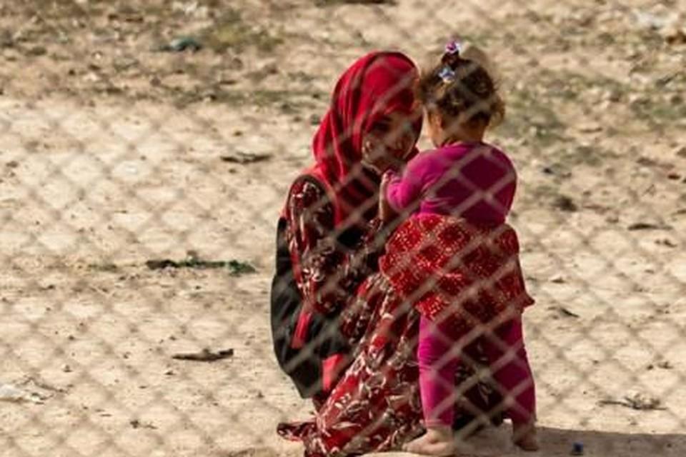 Themabeeld: vrouw met kind in het gevangenkamp van Al-Hol. in Syrië