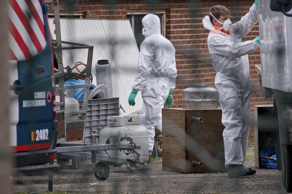 Voor de opruiming van een chemisch drugslab wordt de civiele bescherming opgeroepen. Dit is een foto uit Lanaken van eind vorig jaar.