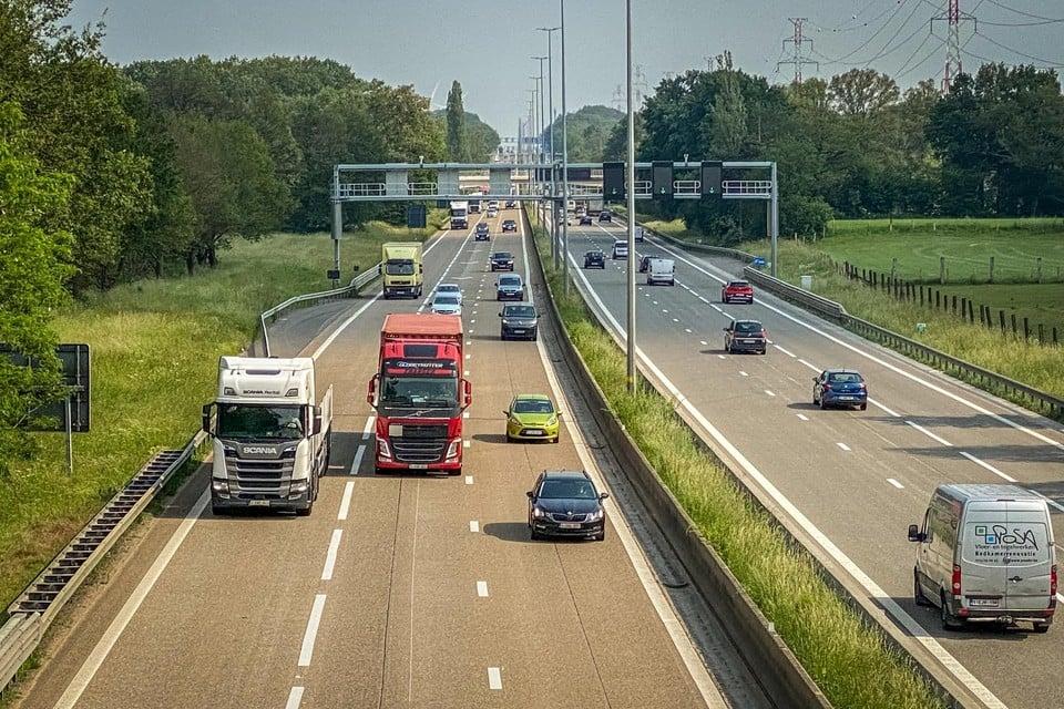 In 2018 werd op de E313 tussen Beringen en Lummen ook een spitsstrook aangelegd. Op drukke momenten kan het verkeer daar over drie in plaats van twee rijstroken.