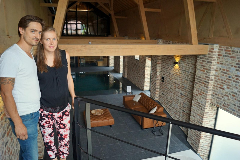 Yannick Schoofs en Stephanie Barthels heten de gasten welkom in privé-wellness Marlinne.
