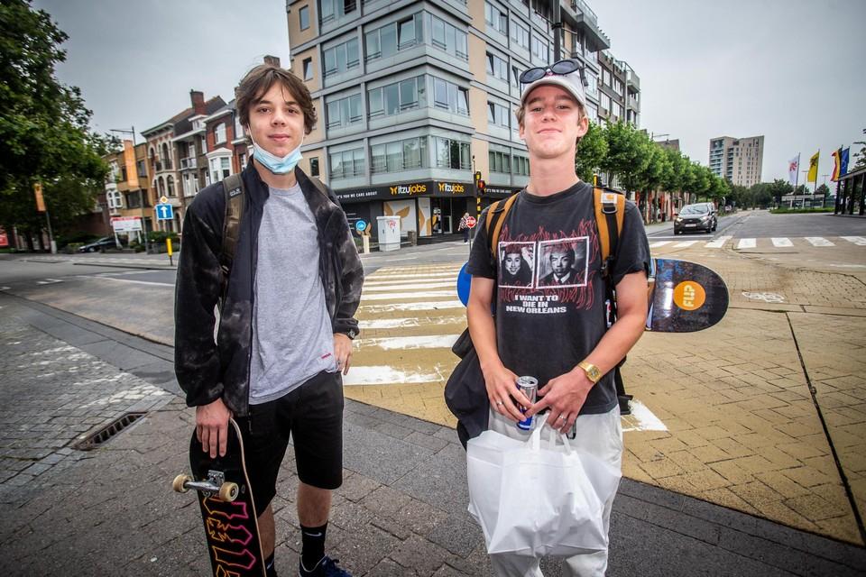 Ferre Creemers (18) en Lars Paumen (18) uit Bree balen dat Pukkelpop niet doorgaat.