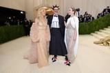 thumbnail: Actrice Sienna Miller, -modejournalist Hamish Bowles en Emily Blunt.