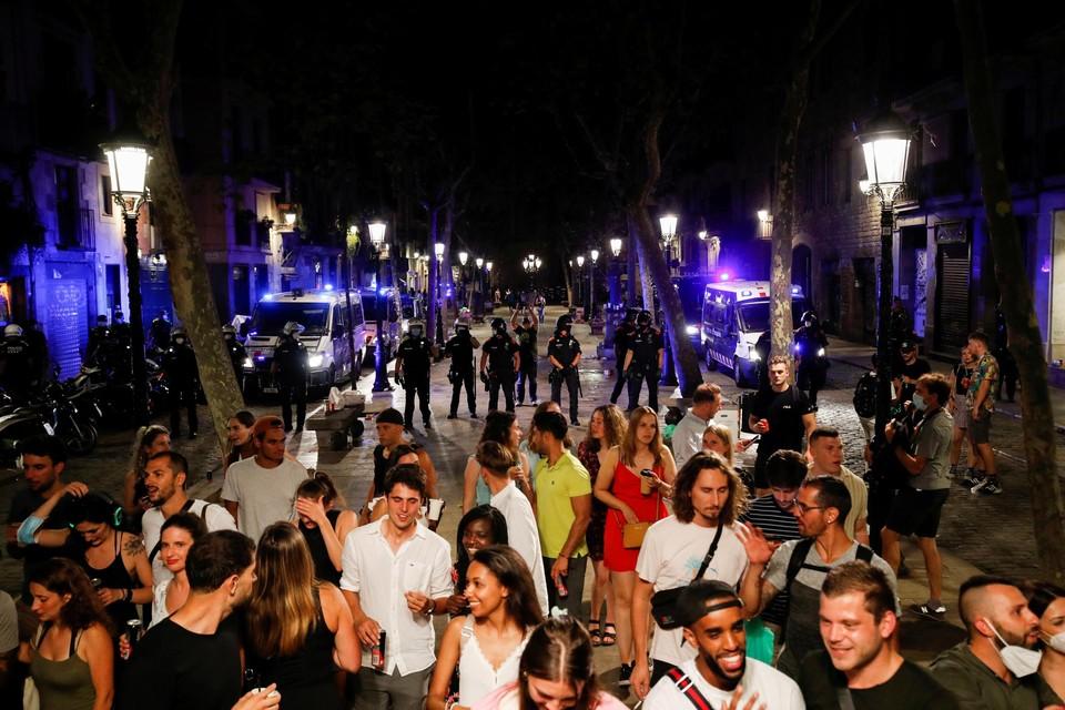 In Barcelona, dat momenteel donkerrood kleurt, geldt opnieuw een avondklok.