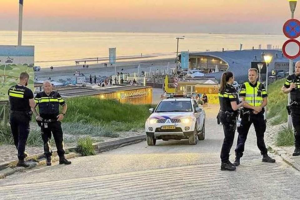 De politie rukte woensdagavond massaal uit om de relschoppers van het Zandvoortse strand te verwijderen.