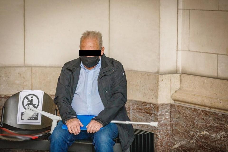 Roger Putseys (72) staat terecht voor het Leuvense assisenhof voor het doden van zijn buurman, paracommando Luc Dams (56).
