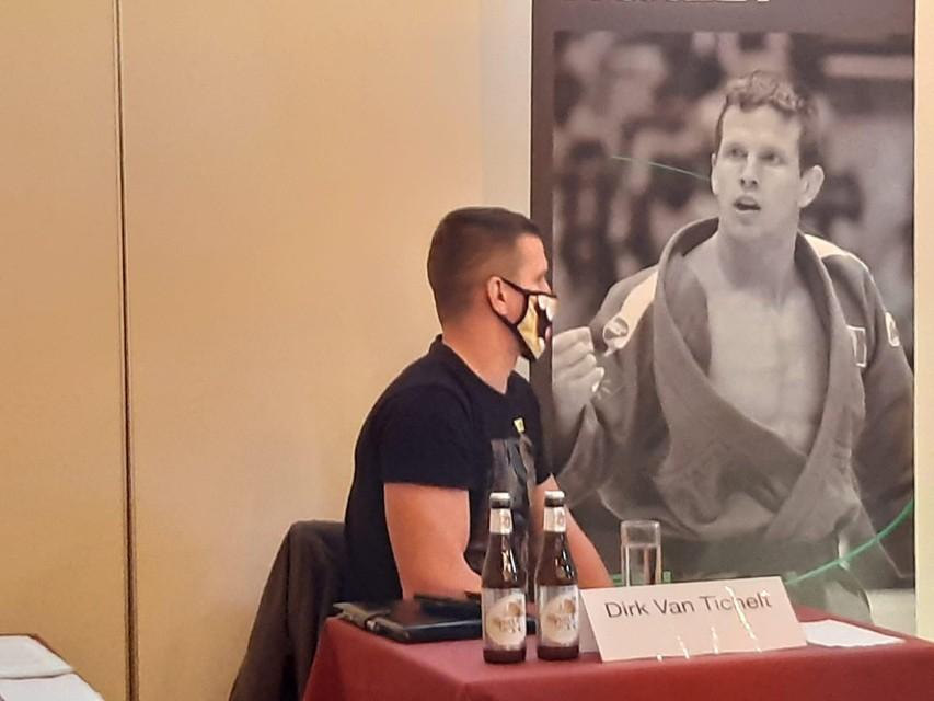 Van Tichelt op de persconferentie van vrijdag.