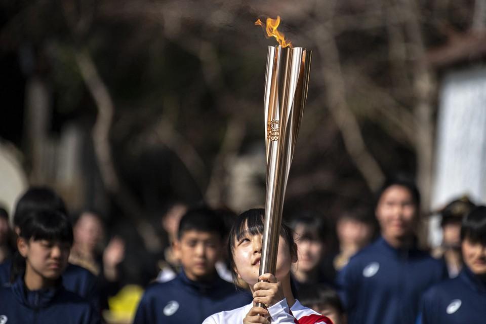 Terwijl de Olympische Vlam doorheen Japan trekt, krijgt Tokio te maken met een eerste forfait. Noord-Korea houdt zijn atleten thuis.
