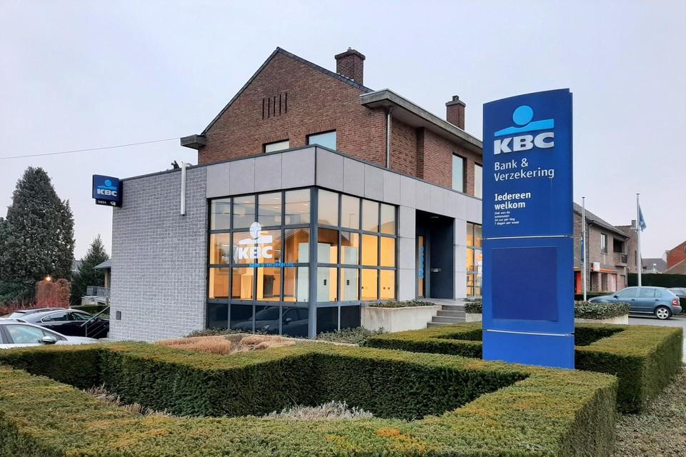 Het KBC-kantoor in Heers wordt een automatenkantoor waar klanten alleen terechtkunnen voor transacties aan de automaten.