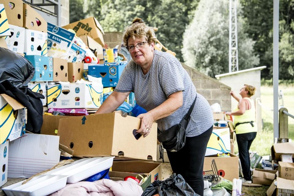 Betsy van der Laan trekt samen met Linda en Viv meerdere keren per week de taalgrens over om te gaan helpen.