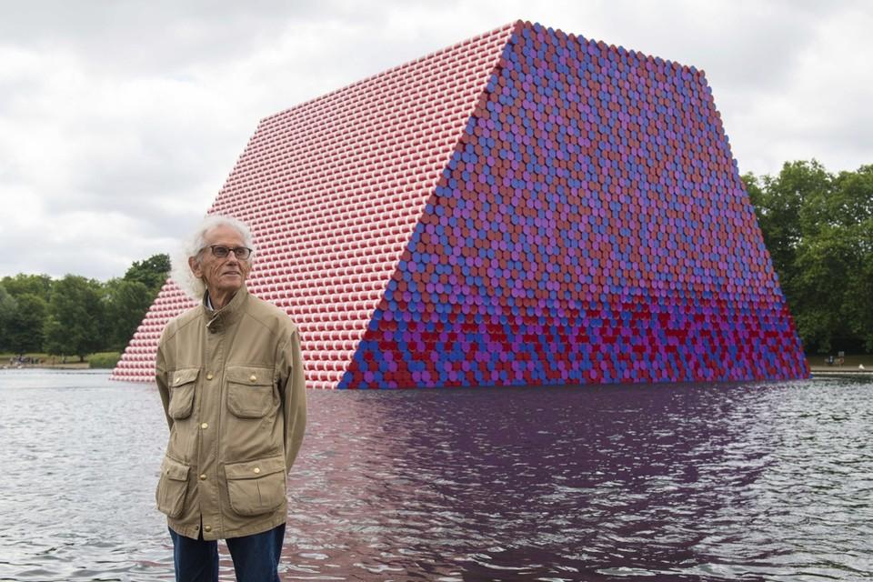 Christo bij zijn werk in Hyde Park, Londen, 2018