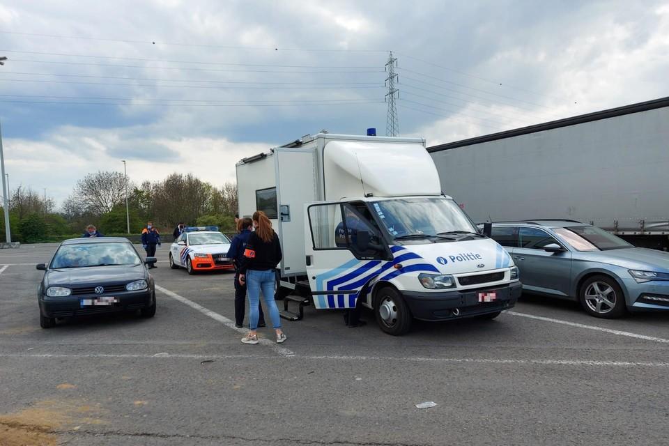 Aan de snelweg E25 in Voeren heeft de politie controles gehouden op drugs.