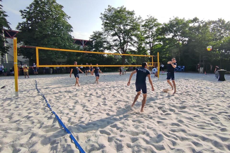 De spelers van volleybalbegrip Tectum Achel, dat er een beachvolleywerking wil opstarten, gaven een demonstratie