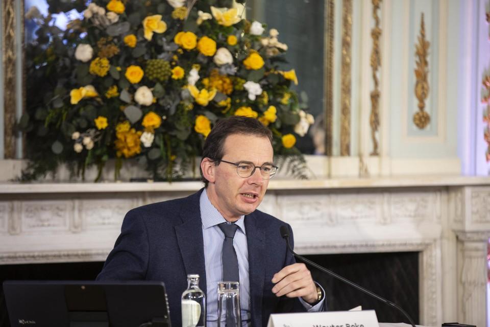 Minister Beke tijdens de persconferentie.