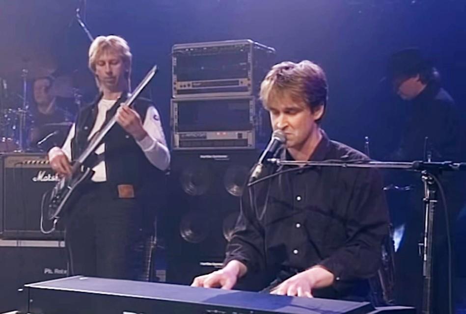 """Philippe Robrecht scoorde in 1993 hits met 'Magie' en 'Vurige tongen'. """"Hoe trots ik er ook op ben, op de Vlaamse radio blijven die nummers als klei aan mijn voeten kleven."""""""