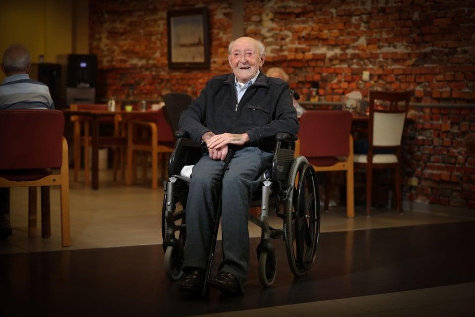 Tot vorig jaar woonde Jaak Broekx nog alleen in de boerderij. Nu hij 107 is, laat hij zich graag vertroetelen in welzijnscentrum Gerkenberg.