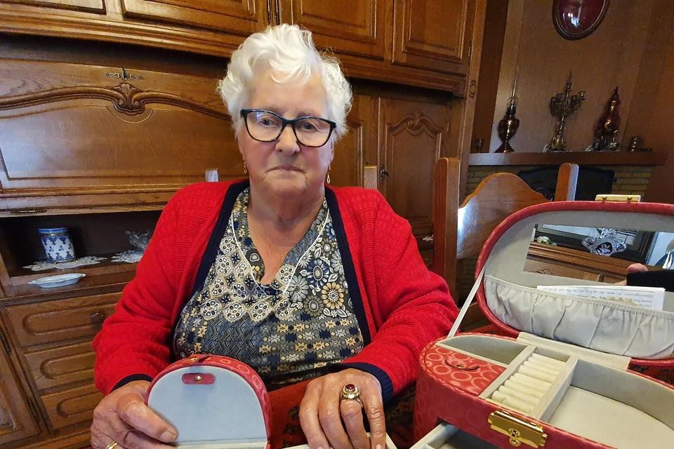 Maria Linsen kreeg drie inbrekers over de vloer op klaarlichte dag.