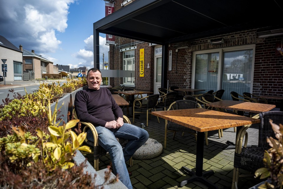 """Steven Kemp van café Bij Jengske in Bilzen: """"Enkel het terras open, daar doe ik niet aan mee."""""""