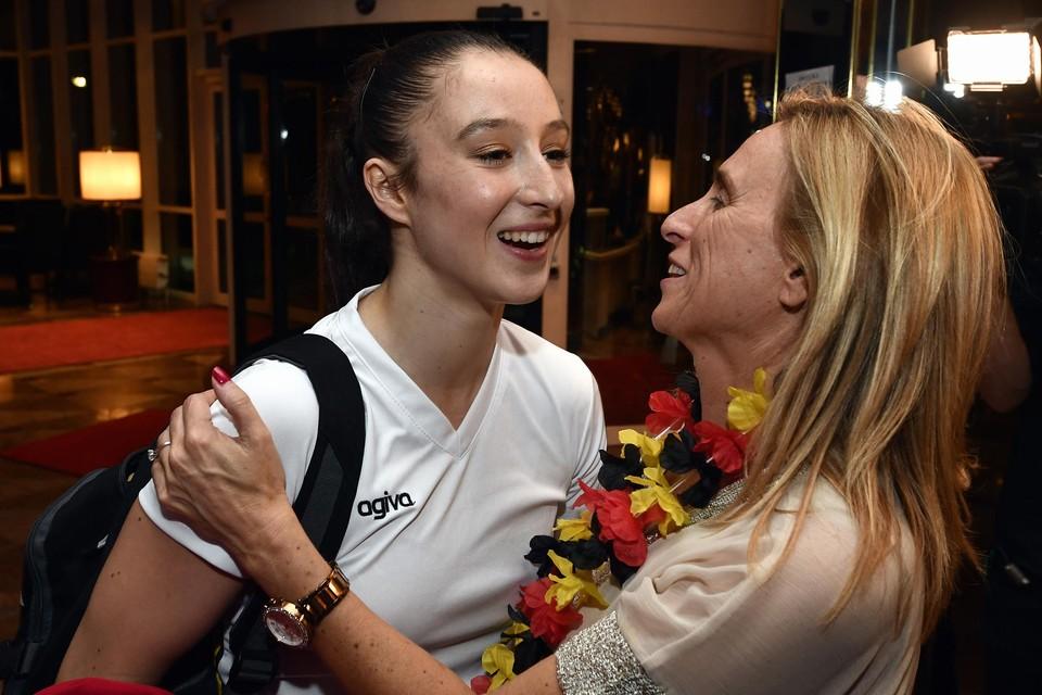 """""""Vooral die knuffel na de wedstrijd mis je toch wel"""", zegt mama Marijke. """"Ik hoop dat ze woensdag nadat ze geland is naar hier komt en dat we dat kunnen inhalen en even kunnen genieten."""