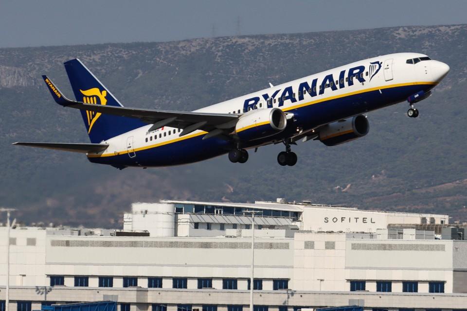 Met investeringen in nieuwe vliegtuigen en kostenbesparing bij het personeel, wil Ryanair sterker uit de crisis komen.