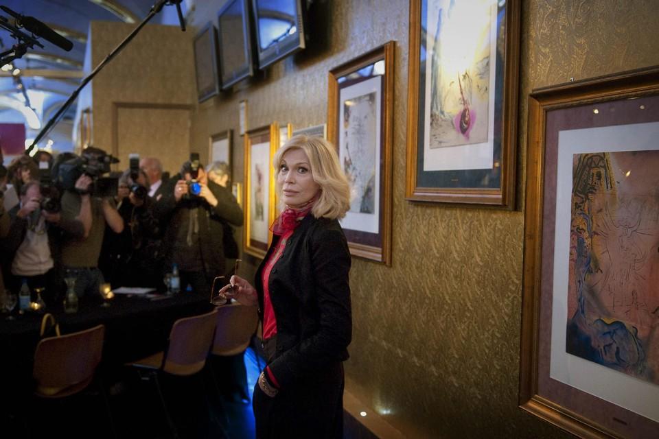 Amanda Lear op haar expo in Brugge in 2009.