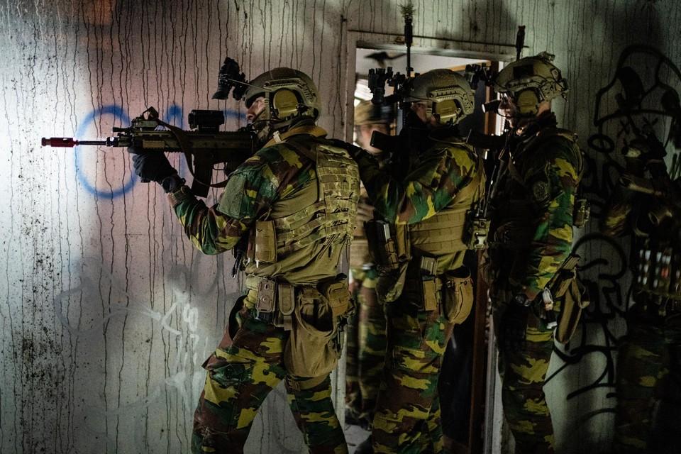 Het Belgisch leger kan met de huidige 25.000 manschappen onmogelijk de dreigingen van de toekomst aan, zegt een expertengroep.