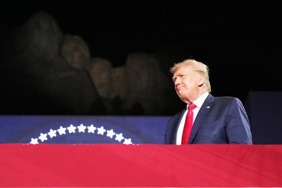 De president gaf z'n speech aan de voet van Mount Rushmore.