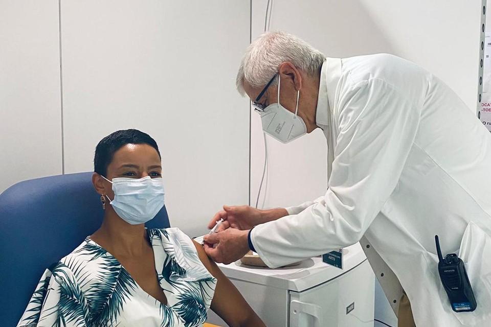Meryame Kitir gevaccineerd in Limburghal in Genk.