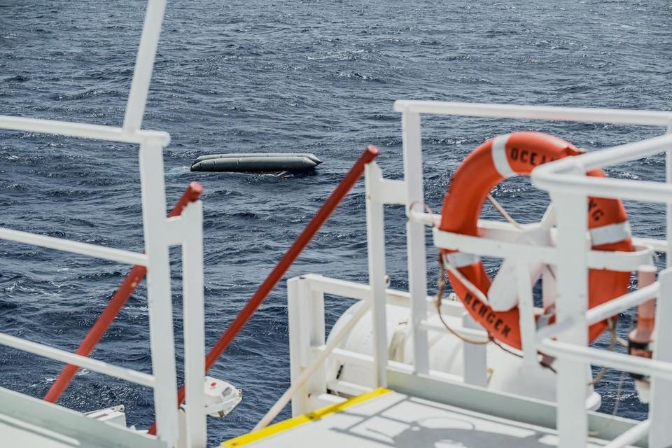 De Ocean Viking moest golven tot vijf meter hoog trotseren en was de hele nacht onderweg, maar kwam te laat. Geen van de 130 mensen in de boot werd levend teruggevonden.