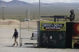 thumbnail: Het dodelijke incident speelde zich maandag af op de Last Stop-schietbaan in Arizona. De schietstand gaat er prat op dat bezoekers er met de zwaarste oorlogswapens kunnen schieten.