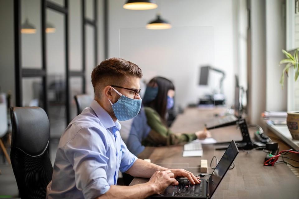 In Vlaamse kantoren mogen de mondmaskers af.