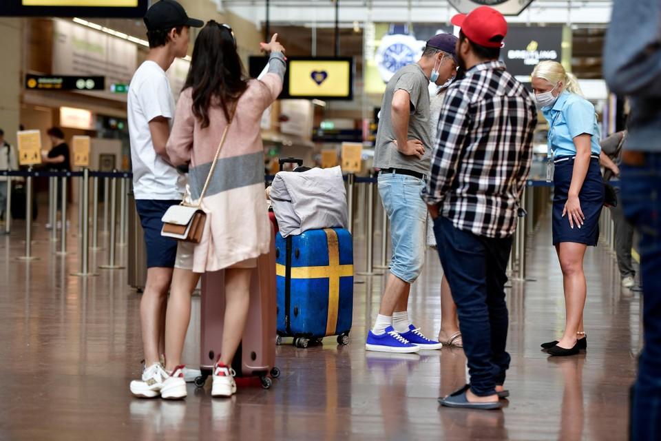 Vakantiegangers op luchthaven Arlanda, bij Stockholm. De meeste vervalste tests waren bestemd voor reizigers die van hieruit vertrokken.