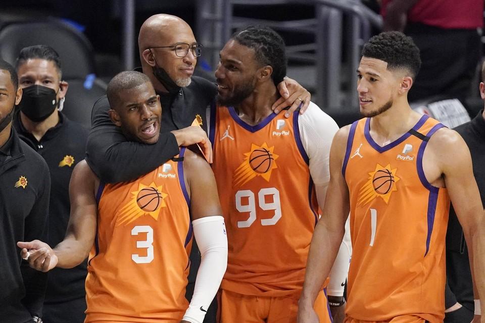 Chris Paul (3) en zijn Phoenix Suns staan in de finale tegenover de Milwaukee Bucks.