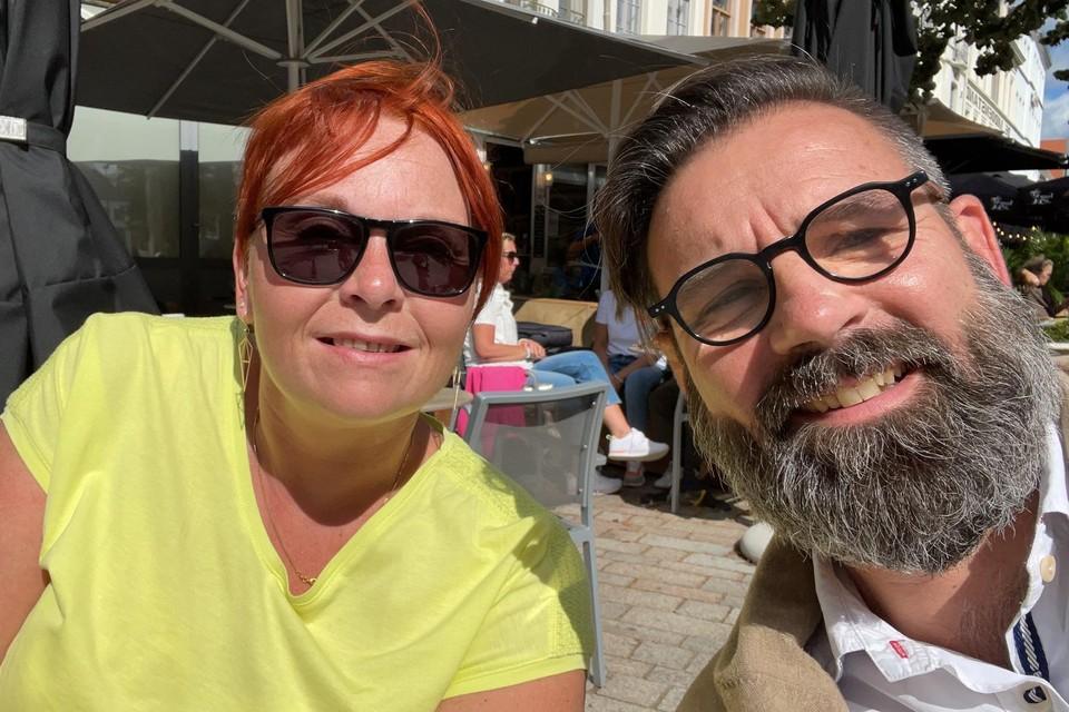 Sarah De Schryver ging 10 jaar na de Pukkelpopstorm een terrasje doen met haar redder Bruno.