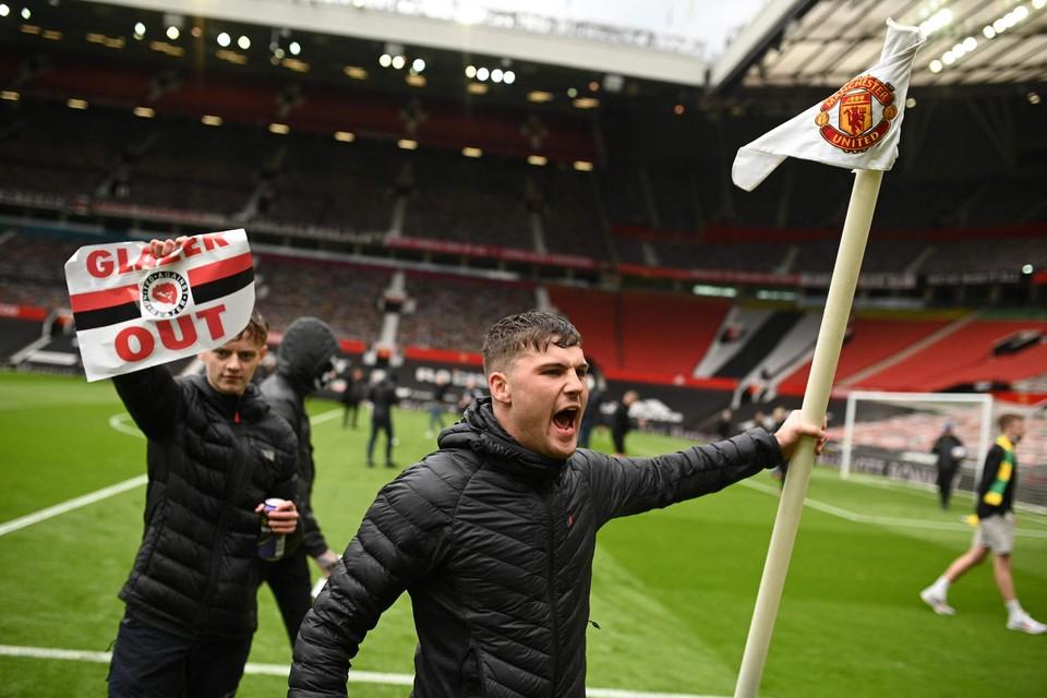 Supporters van Manchester United protesteerden tegen de Super League.