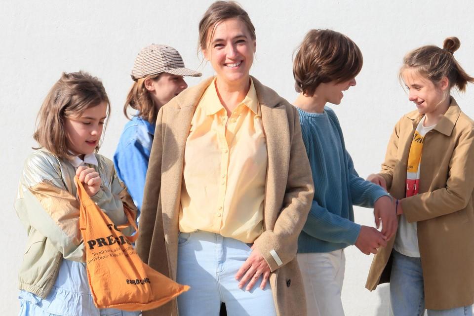 Mama Ine Van Overloop uit Hamont en haar kinderen Lukas, Viktor, Oskar en Sofia.