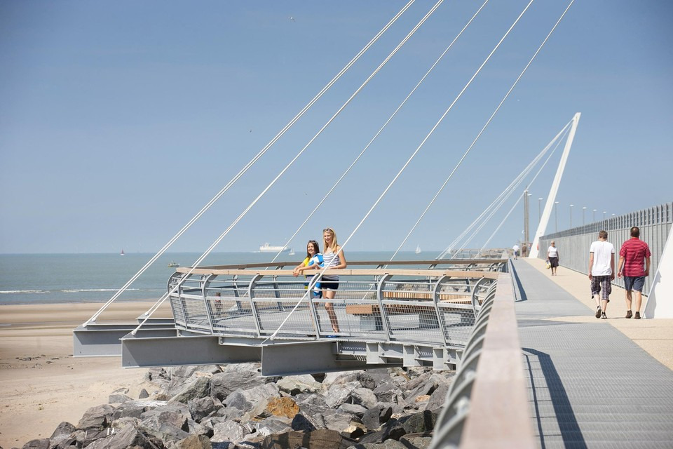 Hoe modern ook van vorm, de St. George's Day Promenade in Zeebrugge is een herinnering aan de Eerste Wereldoorlog.