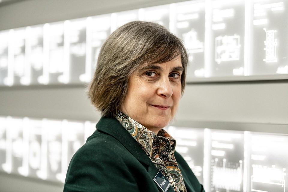 CEO Françoise Chombar voor de patentenmuur van Melexis in Tessenderlo.