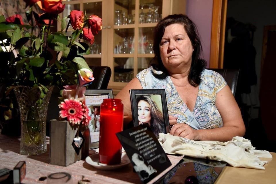 """Véronique Feruglio slaapt elke nacht met het T-shirt van haar verongelukte dochter Cassandra onder haar kussen. """"Haar bloed hangt nog aan het T-shirt, maar ik krijg het niet over mijn hart om het te wassen."""""""