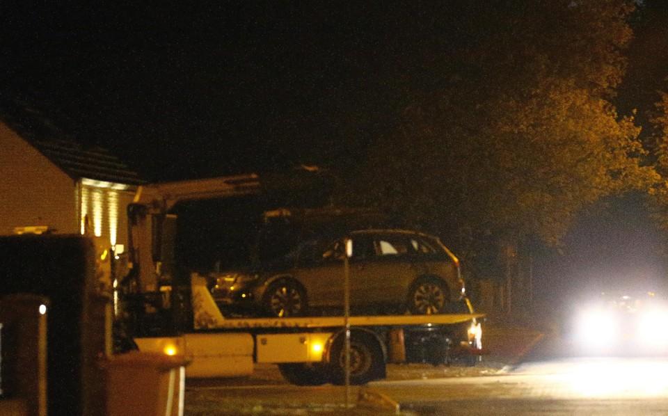 De auto van de militair werd getakeld.