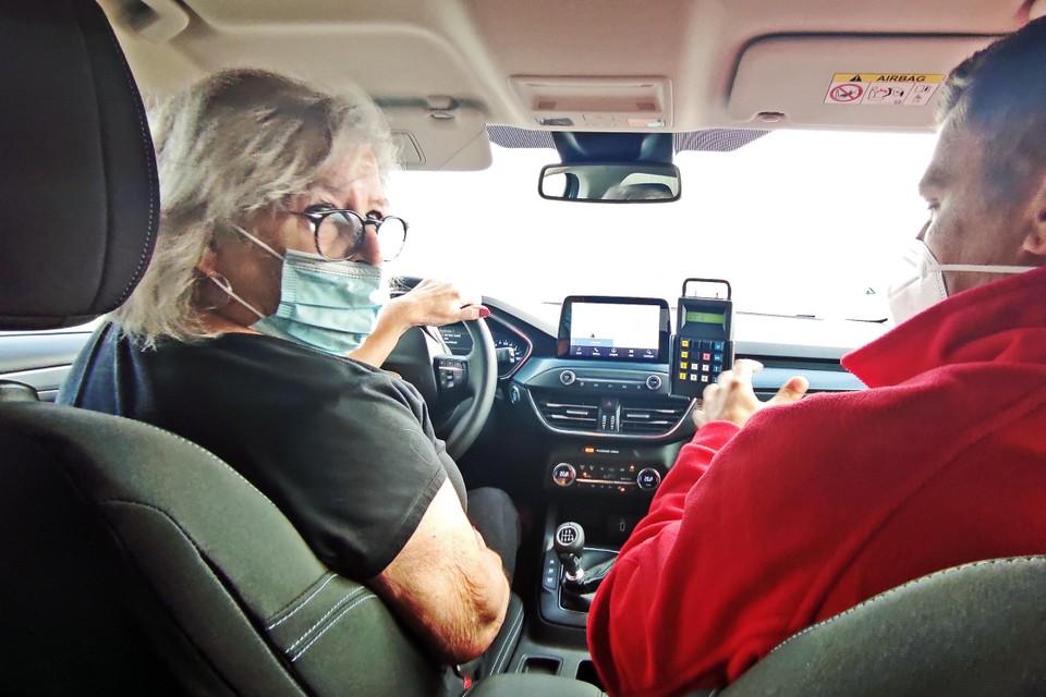 Lucienne Vanvlerken (66) tolde met haar wagen net geen 360 graden, maar haar instructeur hield het hoofd koel