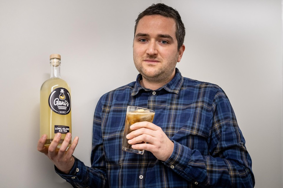 Tijdens de lockdown kwam Gani Rouflart uit Riemst op het idee om zijn cocktails vooraf te maken en te bottelen.